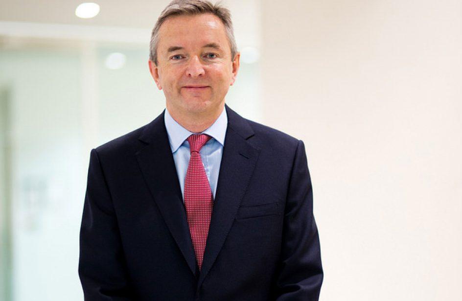 Simon Thompson Succeeds Jan du Plessis As Rio Tinto Chairman