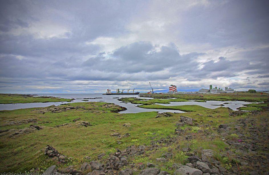 Straumsvík Management Loads Aluminium Despite Labor Strike