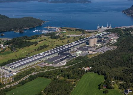 Norsk Hydro Restarts Hydro Husnes B Line After Standing Idle Over Ten Years